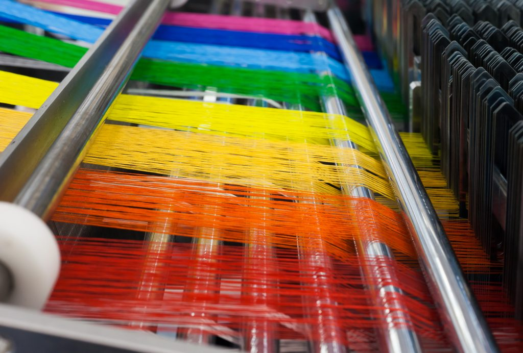 Textile machine with rainbow colors threads