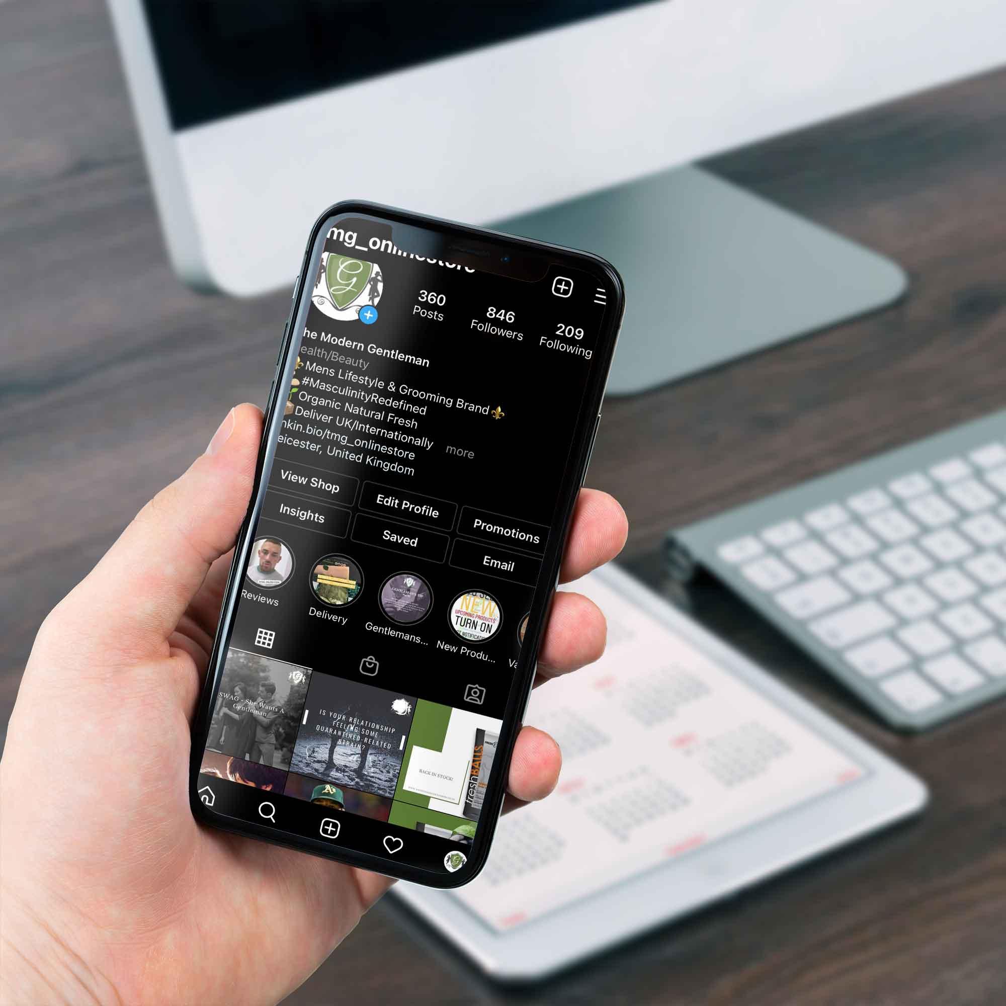 holding-iphone-the-modern-gentleman-instagram-account